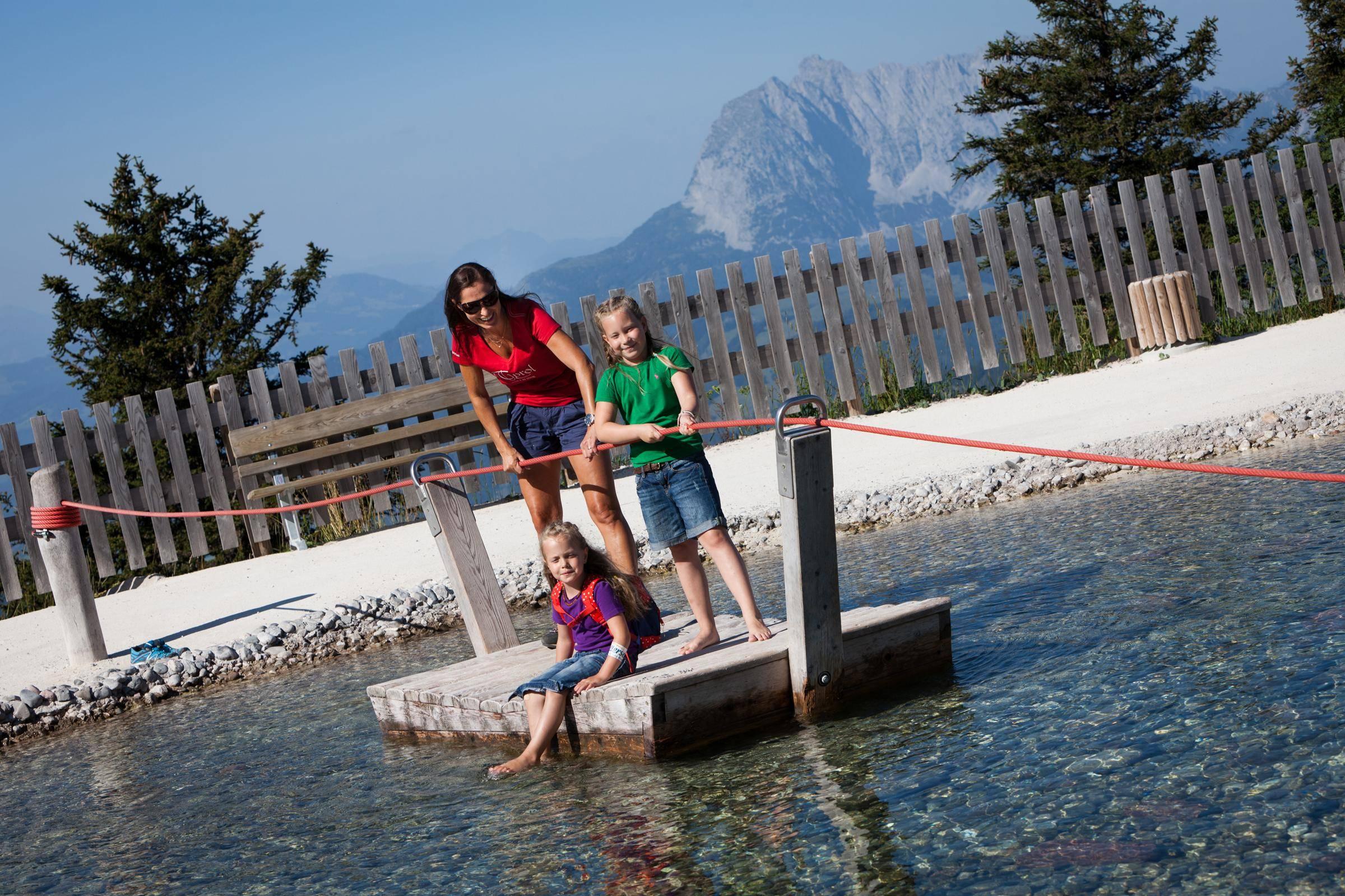 Ausflug auf den Berg - Familien auf der Steinplatte